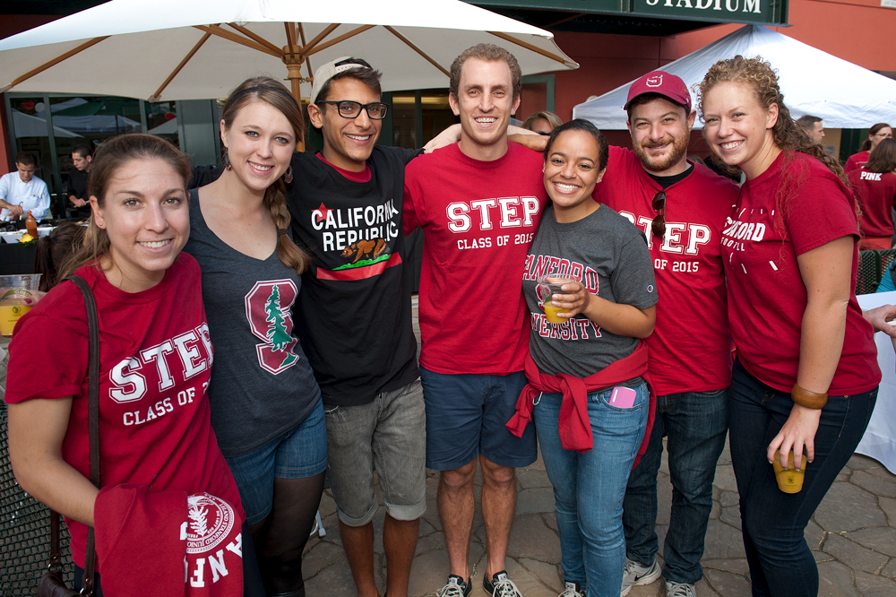 Photo of alumni and/or students at a GSE tailgate event.