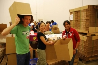 GSE Alumni pull together at a Washington D.C. food bank