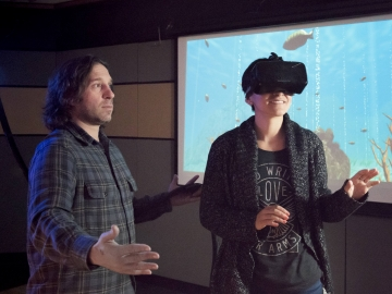 Picture of Jeremy Bailenson in the Virtual Human Interaction Lab