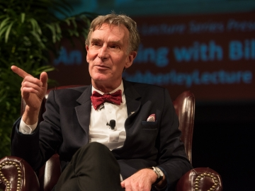 Bill Nye addresses climate change at the Cubberley Lecture at Stanford on May 5. (Photo: Steve Castillo)
