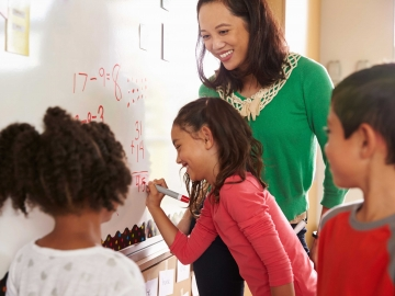 Photo: teacher with students (Photo: monkeybusinessimages/iStock)
