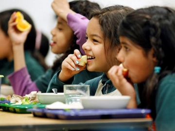 Photo of kids eating healthy food